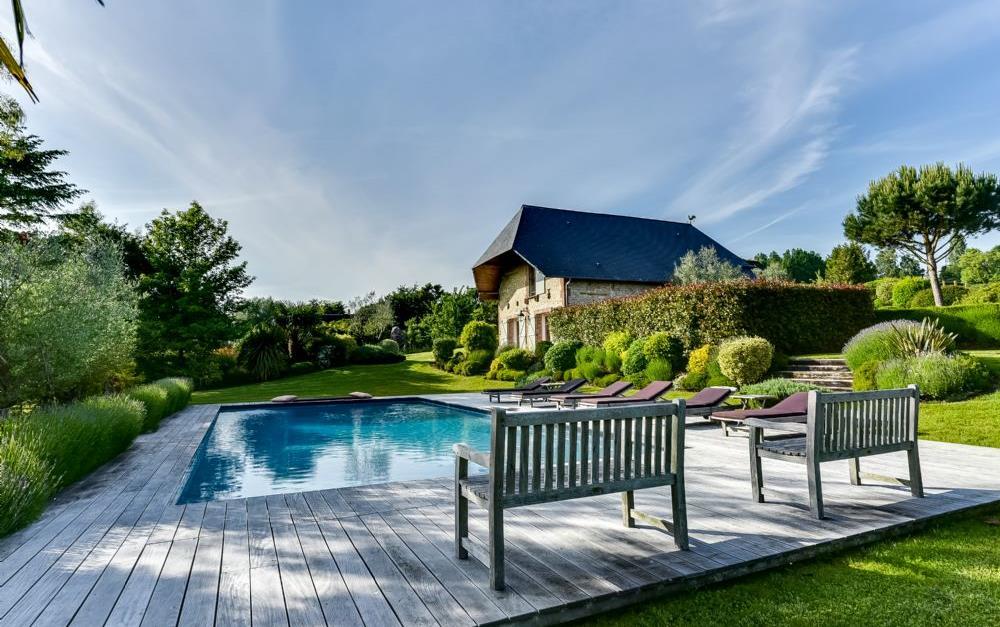 Location maison bonneville sur touques maison louer for Piscine bonneville