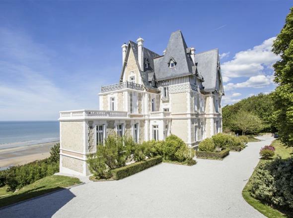 Villa de luxe à louer à Bénerville